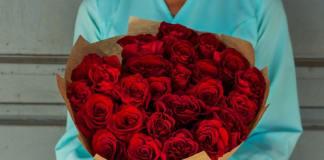 Какие цветы самые популярные в СПб и Москве? В каком месяце начинается сезон пионов в России?